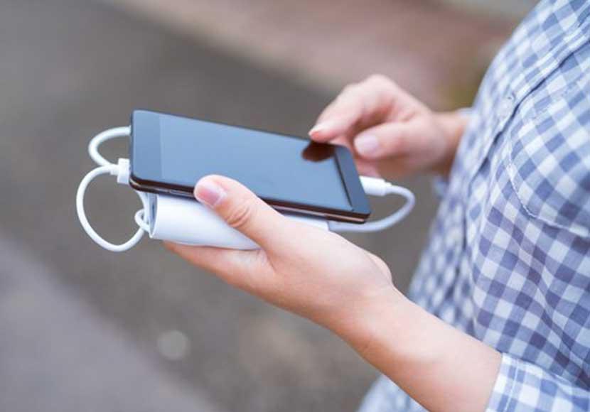 iPhoneSEの画面が浮いている?それはバッテリーの膨張が原因かも!