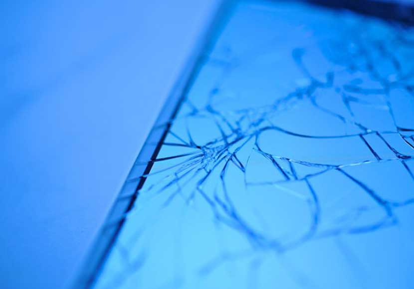 iPhone8のガラス割れ、放っておいたらどうなるの?