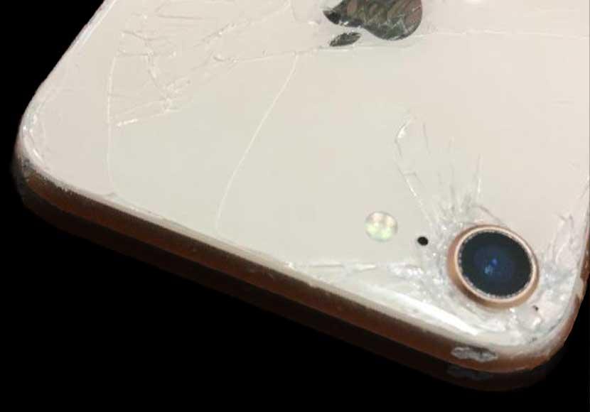 iPhone8の背面ガラスは自分で直せるのか?